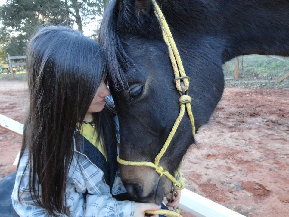 La'el with her horse, Dragon.