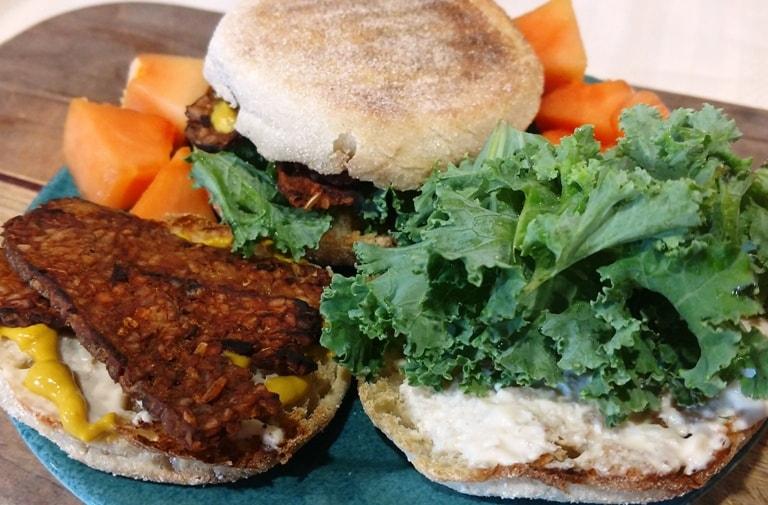 vegan breakfast sandwich. breakfast english muffin