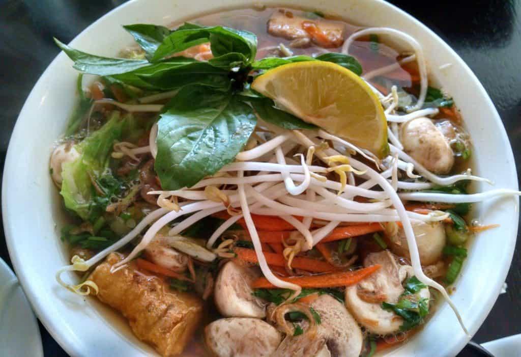 how to eat healthy at restaurants. Vietnamese