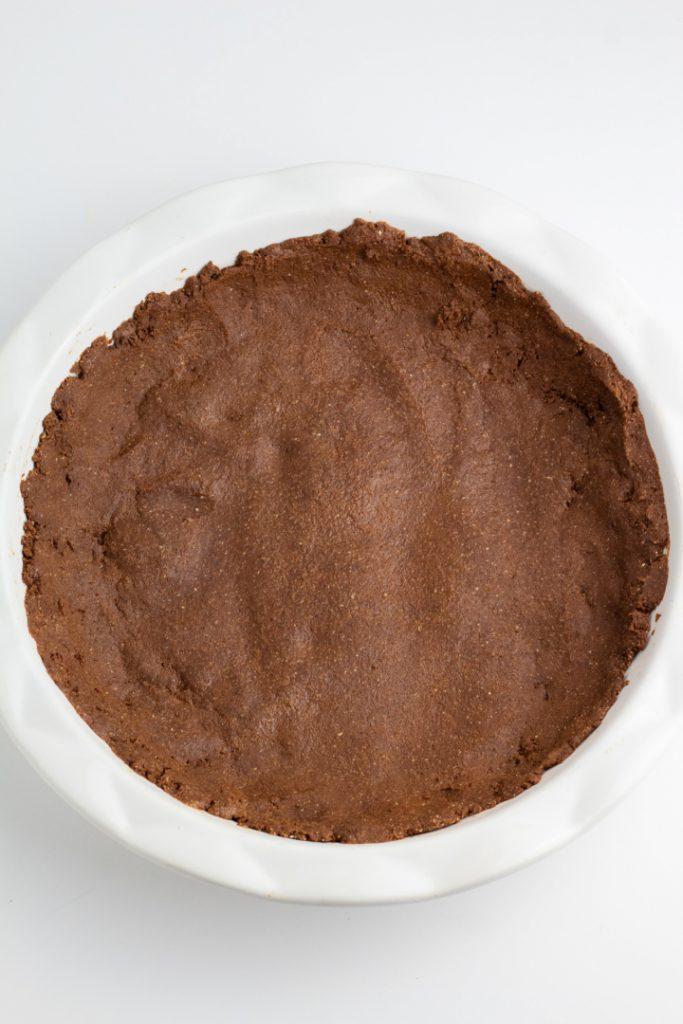 chocolate vegan pie crust in white pie pan