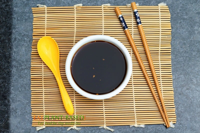 stir fry sauce on bamboo mat