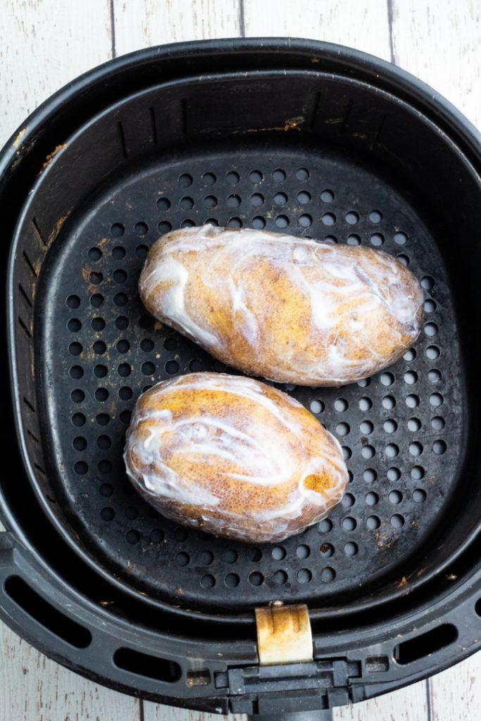 baking potatoes in air fryer basket